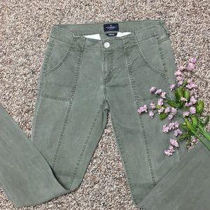Pants - AEO skinny army green pants like new. Size 4